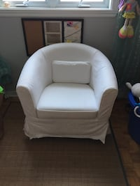 Ikea chair with white cover Brossard, J4Y 1K1