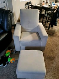 chair w foot stand Vancouver, 98665