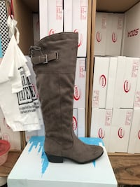 Unpaired brown leather knee-high boot Modesto, 95358