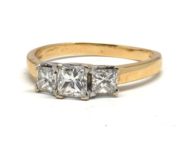 Ladies Three-Diamond Ring