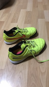 Nike tempo running shoes