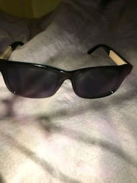 Burberry shades  Oxon Hill, 20745