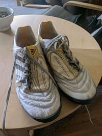 Soccer Cleats Size 9