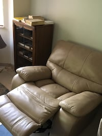 Recliner. Fully functional and clean. Very comfortable! Plantation, 33324