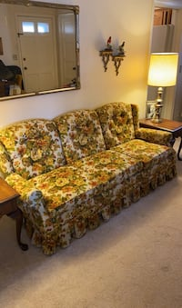 Floral vintage sofa couch great condition Norfolk, 23503