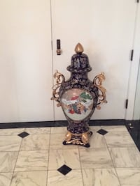 This is a  gorgeous Asian vase floor 42inches high  hand painting 40 years old  perfect condition price is a amazing deal Los Angeles, 90024