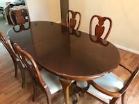round brown wooden table with four chairs dining set Purcellville, 20132