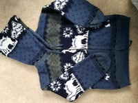 Size 6 wool sweater  Calgary, T2H