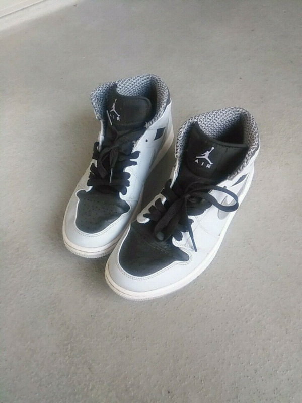 ce8a5e681 Used pair of black-and-white Nike basketball shoes for sale in Coquitlam