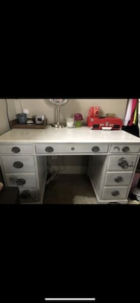Solid wood desk Puyallup, 98374