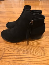 Pair of black suede booties Oshawa, L1H 6V6