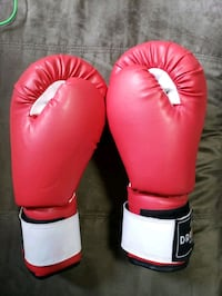 Brand new never used 16oz boxing gloves Surrey, V3W 4E4