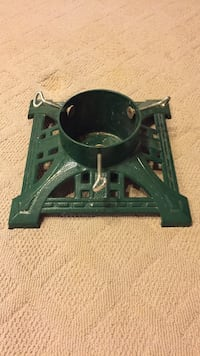 "Christmas Tree Stand, solid metal, 5 1/4"" diameter base Vienna, 22181"
