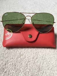 Like new Authentic Ray Ban Large Aviator RB3025 (special series) women's sunglasses Halton Hills, L7G 0H7
