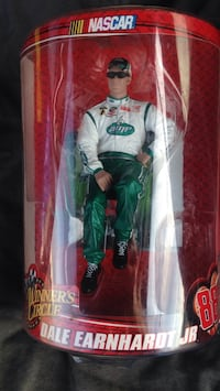 08' Dale Earnhardt jr. Winners circle figurine Pearl, 39208