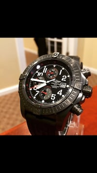 round black and gray chronograph watch with black strap Toronto, M4Y