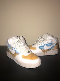 Pair of white-and-blue nike basketball shoes Miramar, 33025