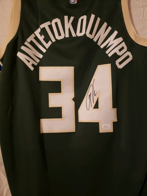 buy online fa8f7 5e9f2 Giannis Antetokounmpo signed Jersey