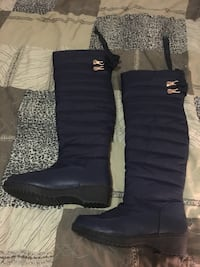 pair of blue leather bubble snow boots Toronto, M3H 2S9