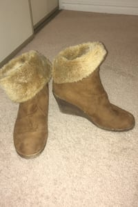 Brown boots size 9 London, N6H 4T6