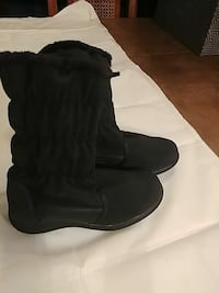 NEW pair of black Totes  boots, size 6 Fort Washington, 20744