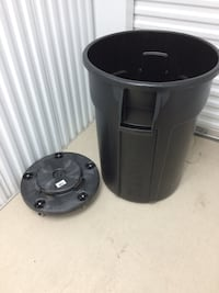 Black trash can with carrier brand new never used San Antonio, 78238