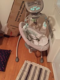 Baby's white and gray cradle n swing Montréal, H4M 2J4