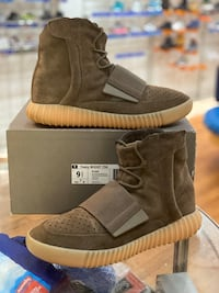 Chocolate Yeezy boost 750 size 9.5 Silver Spring, 20902