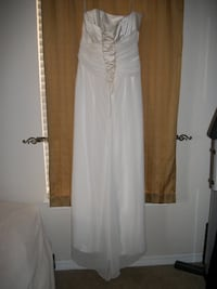 Size 20 wedding gown. Excellent condition. Fits size 16 Wynne, 72396