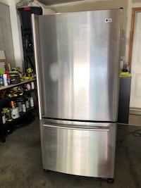 LG refrigerator with ice maker South Riding, 20152