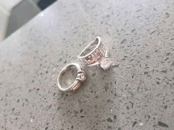 2 for 700 kr. 925 gramer.  Dame ring