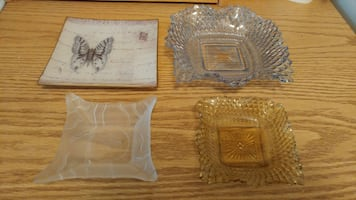 Must go! Decorative dishes. Excellent condition. Located in Simcoe. Pi