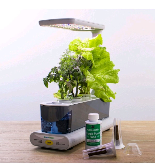 New aerogarden with 3 seeds kit and plant food