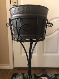 Southern living bucket on stand Fort Worth, 76244