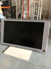 gray flat screen TV with remote Doral, 33172