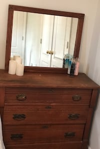 Antique dresser with mirror Nashville, 37214