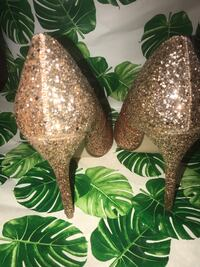 Shoe dazzle glitter ombré heels . Please see my other ads.