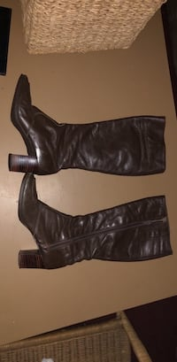 Pair of brown leather heeled boots Salinas, 93906