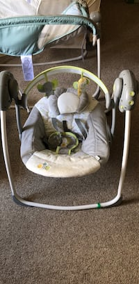 baby's gray and white swing chair Hartford, 06114
