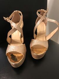 Women's 7 -rose gold glitter platforms. Brand new never used   56 km