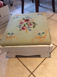 Vintage floral needlepoint foot stool Kitchener, N2M 1L4