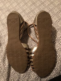 Gold sandals, never worn , Size 6 Fresno, 93727