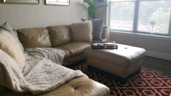 MUST GO!! Leather Sectional/ Ottoman. Make Offer ff186b61-a8e4-4810-8f04-c3400d3d9cbf