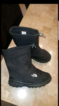 The North Face Boots size 4 youth Bartlett