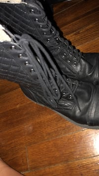 pair of women's quilted black leather cap-toe combat boots Bristol, 24201