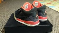 black-and-red Air Jordan 1 shoes Victoria, V8N