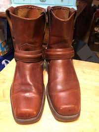 Men's brown leather low cut boots size 9 Newark, 19711