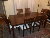 rectangular brown wooden table with six chairs din Vaudreuil-Dorion, J7V