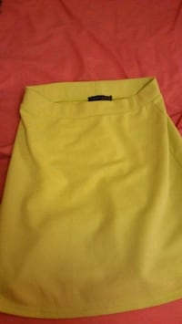 women's yellow skirt Reading