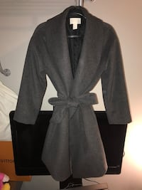 H&M Wool Wrap Coat. Size 8. This waterfall jacket is in Charcoal Gray. Excellent condition Richmond, V6Y